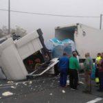 Un camión pierde la cabina a causa de la carga en Legutio y causa retenciones en la N-240