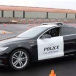 Un Tesla de policía se queda sin batería en plena persecución y el sospechoso consigue escapar