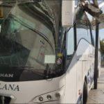 Se estampa un autobús con 40 viajeros, al salir hacía adelante en vez de marcha atrás en Valls
