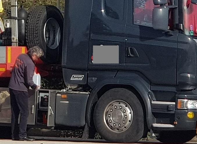 Fallece un camionero de 68 años por fatiga. «la policía investiga a su empleador por homicidio»