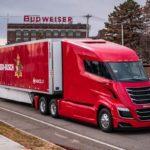 """Budweiser compra 800 camiones """"eléctricos propulsados por hidrógeno"""" Nikola TWO"""