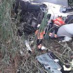 Un camionero de 62 años grave, tras caer el camión por un puente de 15 metros de altura en La Viñuela