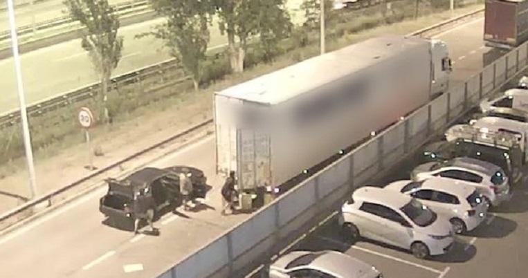 asi vaciaban camiones unos ladrones ap 7 video 1574233160165