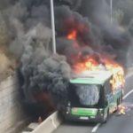 Arde un autobús que llevaba pasajeros en la A6 a la altura de Torrelodones
