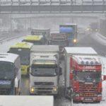 Cientos de camiones españoles bloqueados en una autopista en Francia: algunos sin agua ni comida
