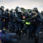 Los gendarmes desalojan a los independentistas con gas pimienta y por la fuerza