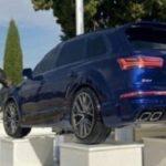 La tumba de Antonio 'El Tonto', el asaltador de camiones ya luce un Audi Q5 a tamaño natural