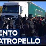 Los medios franceses no dicen que el camión intentó atropellar a los CDR, si no que atravesó la multitud