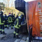 Multan con 85 € a un camionero que perdió del camión una excavadora de 30 tn en una rotonda