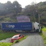 Ha vuelto  a pasar: Un camión se queda atascado  en Borroa de Arriba