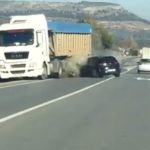 Un conductor drogado invade el carril contrario y choca contra un camión en Antequera (Vídeo)