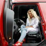 En Bielorrusia la ley prohíbe que las mujeres sean camioneras, porque implica mucho esfuerzo y estrés