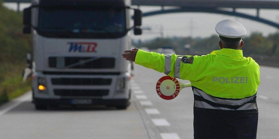 La policía alemana denuncia y acompaña al taller a 22 camiones con defectos peligrosamente graves