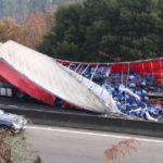 Retenciones kilométricas en la A-55 en sentido Vigo tras perder un camión la carga de cervezas