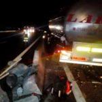 Un camión español de cisternas Lara, se estrella en Francia tras el pinchazo de una rueda