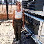 La joven camionera de 23 años reclama la entrega de un camión que compró hace 10 meses, pero el camión era otro de menor valor