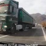 Un padre, esposa y dos niños, evitan la tragedia, tras el adelantamiento suicida de un camión en el Valle de Olt