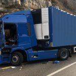 Un camionero fallece, al chocar su camión contra  puerta de otro que se abrió de golpe cuando viajaban