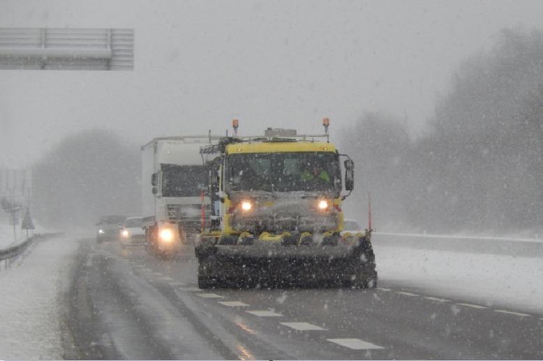 La borrasca Gloria deja 600 camiones parados en la autopista de acceso a España