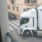 Un año sufriendo por los ruidos producidos por la descarga de los camiones de Mercadona