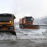 Un autobús, un camión y cinco coches atrapados por la nieve en la provincia de Albacete