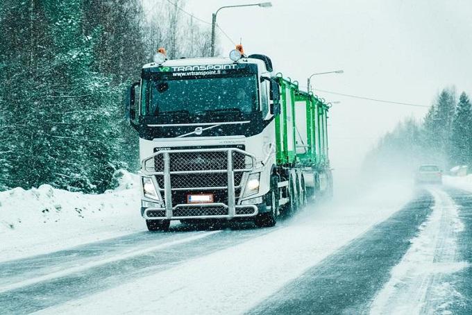 camion dans la route d hiver de milou chez finlande à l ue laponie rovaniemi er mars une en 141981496