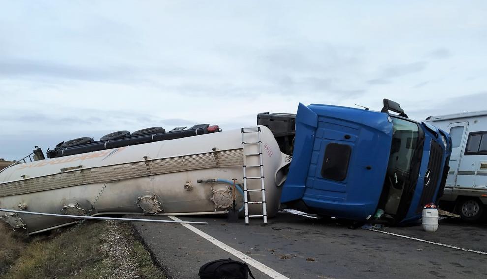 el camion circulaba en direccion lerida y transportaba cereal