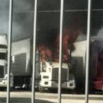 Incendian camiones y matan a nueve personas en Guanajuato