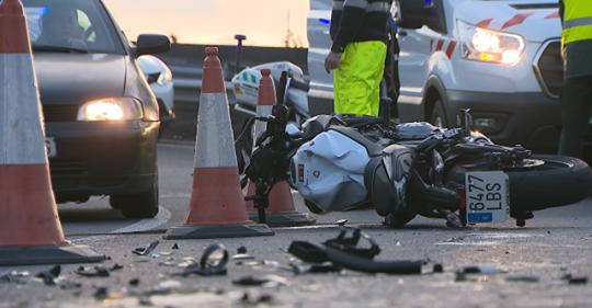 Un motorista herido en Vigo al golpear contra un kamikaze