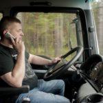 El uso del móvil, se sancionará con tres meses de retirada del carné y hasta 1,700 €  de multa en Italia
