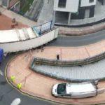 Atrapado un camión de grandes dimensiones en el casco urbano de Barakaldo por culpa del GPS