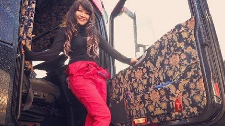 El camionero más famoso de Japón es una chica joven y atractiva de aspecto espectacular
