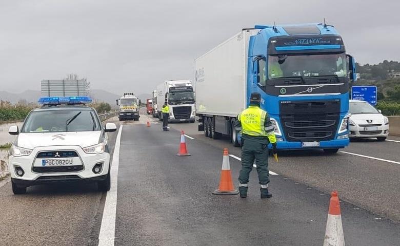 Tráfico multa a 5.000 conductores de camión o autobús en una semana