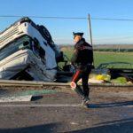 Tres muertos y un herido muy grave en la colisión de un camión y dos coches en la nacional 100 Italia