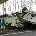 Un camión vuelca en la E19 en Arquennes: el conductor, un joven padre, ha muerto