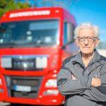 Trabajando de camionero con 93 años, ha renovado el carné hasta los 98