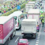 Los agricultores consiguen el éxito en la protesta por el precio del aceite. ¿Dónde están los camioneros?