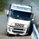 Barrera indestructible de que resiste la colisión de 2 camiones de 38 tn a 65 km/h