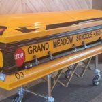 Un chófer de transporte escolar durante 55 años será sepultado en ataúd en forma de autobús escolar