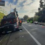 Un herido en un escalofriante accidente entre dos camiones y un automóvil corta la A29 en el área de Espinho