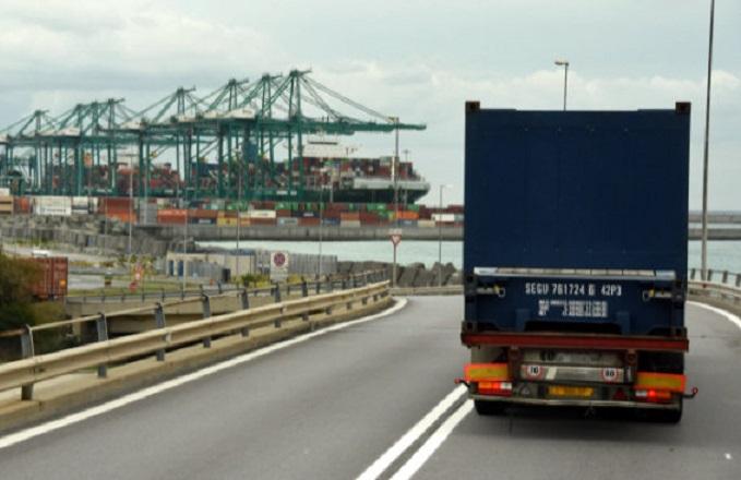 images Categorie Navi Porti Italia Genova Vte gru sopralevata camion