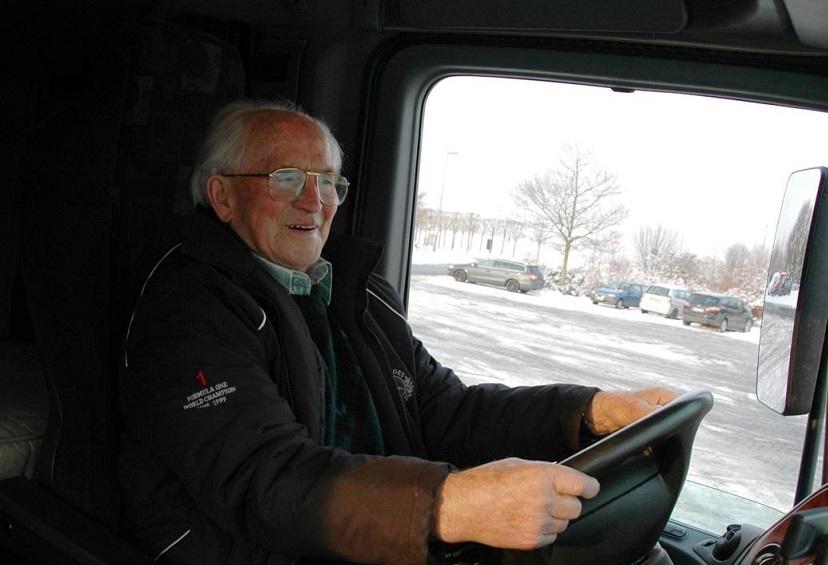 Jubilación de conductores profesionales a los 60 años, cuenta ya con 47.736 firmas