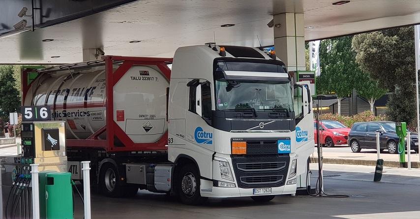 Fenadismer pide intervenir el precio de los carburantes para controlar una actuación insolidaria y abusiva de las principales petroleras españolas