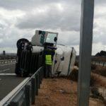 Fallece un camionero de 36 años tras salirse de la carretera y volcar en Frechilla de Almazan (Soria)