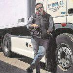Un camionero que cubre la ruta Galicia-Madrid: «Todo tiene un riesgo, pero no podemos dejar a la gente sin comida».