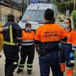 Fallece el conductor de un camión tras volcar en un camino asfaltado de La Adrada