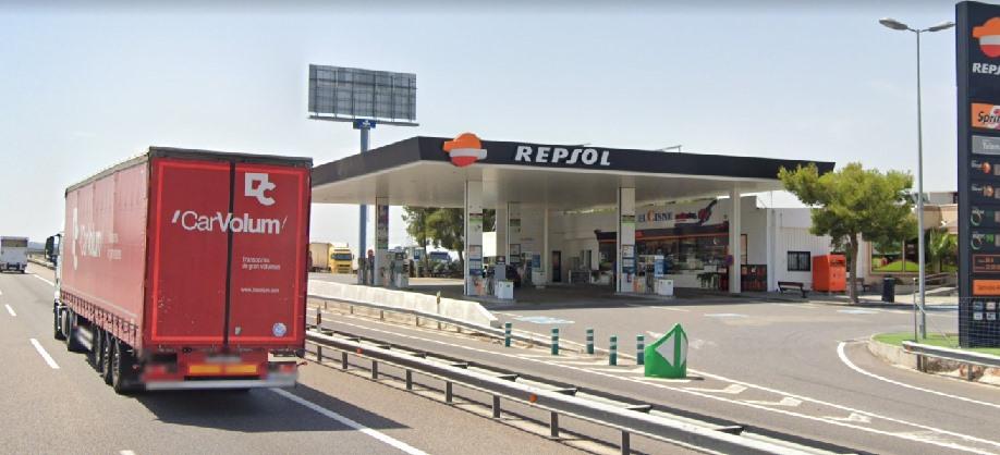 Una Red de 18 Gasolineras de Aragón con menú para llevar,  regala duchas, cafés y aguas a transportistas