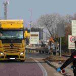 Un camionero llega a la frontera italiana, descarga la mercancía, la abandona y se va por miedo al coronavirus