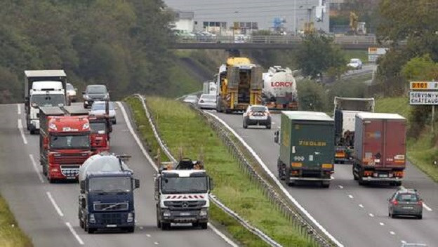 Francia autoriza excepcionalmente viajar a todos los vehículos pesados el próximo domingo