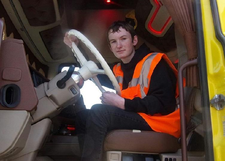 le jeune victor pate a trouve sa voie il prepare actuellement un cap de chauffeur routier pour prendre la